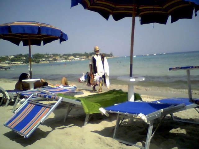 Einwanderer_Strandverkaeufer_Sizilien
