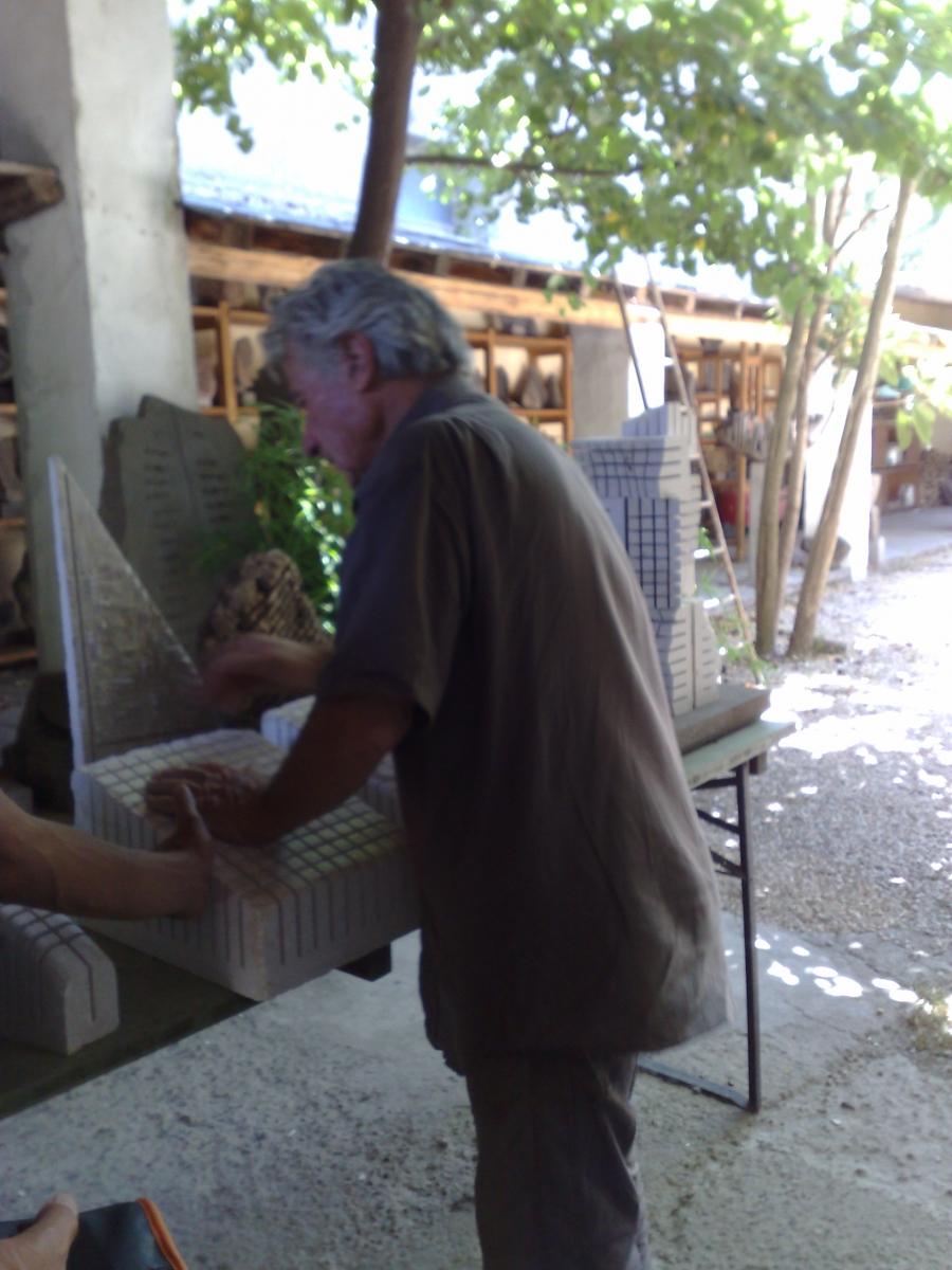 Pinuccio Sciola in seinem Atelier